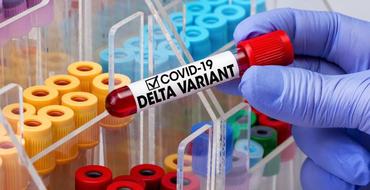 Un caz de infectare cu tulpina Delta poate genera alte 7 îmbolnăviri