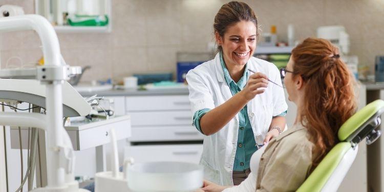 dinţi, halitoza, sensibilitatea dentară, stomatolog,