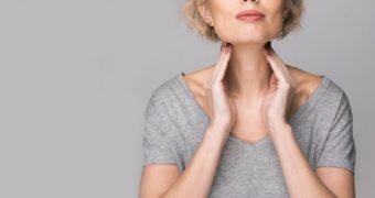 Hipotiroidie vs hipertiroidie. Simptome şi riscuri