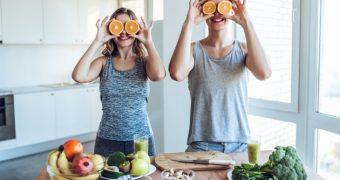 Sportul, fructele şi legumele, trei dintre ingredientele fericirii